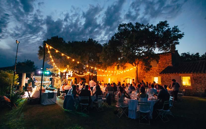 Mise en lumière guirlande de bal guinguette Mariage anniversaire Luberon Vaucluse Provence STEEL ADDICT
